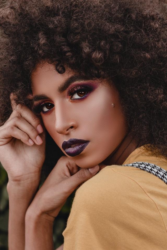 Dame med makeup